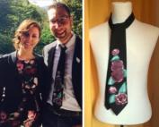 Cravatta abbinata al vestito di lei
